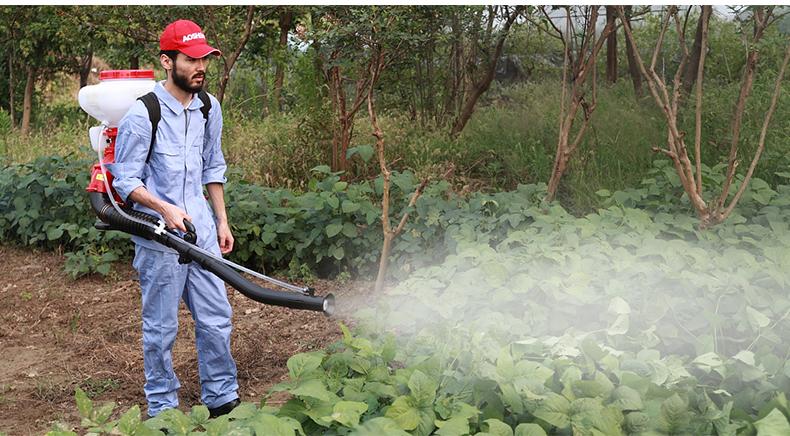 背负式汽油施肥机器 喷雾机喷粉机打药机 颗粒播种农用撒肥机产品使用场景4