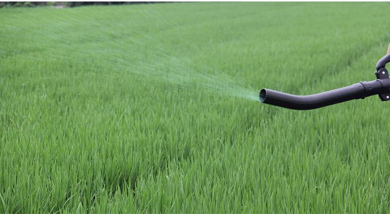 背负式汽油施肥机器 喷雾机喷粉机打药机 颗粒播种农用撒肥机产品使用场景2